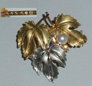 Tolle Brosche aus 333er Gold zweifarbig Weiß- u. Gelbgold mit Perle (da4237)