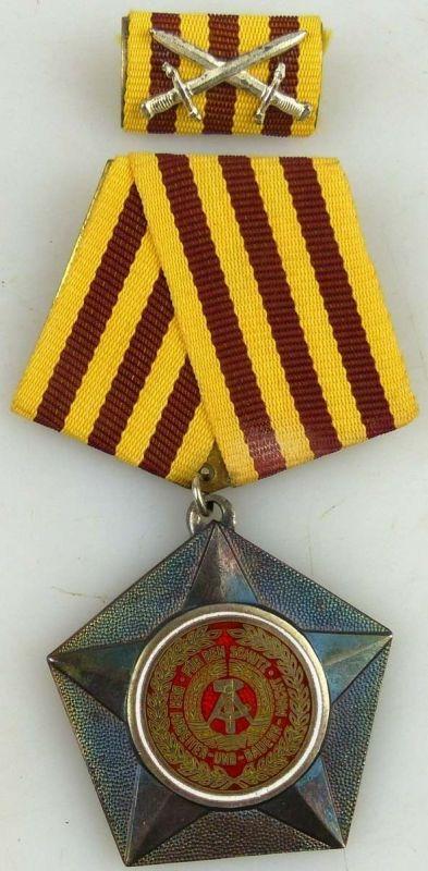 Kampforden in Silber aus 900 er Silber 1. Variante von 1966-1972 (AH14a)