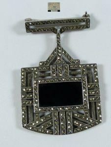 Art Déco Brosche aus 925 Silber mit Markasiten und Onyx  (da5607)
