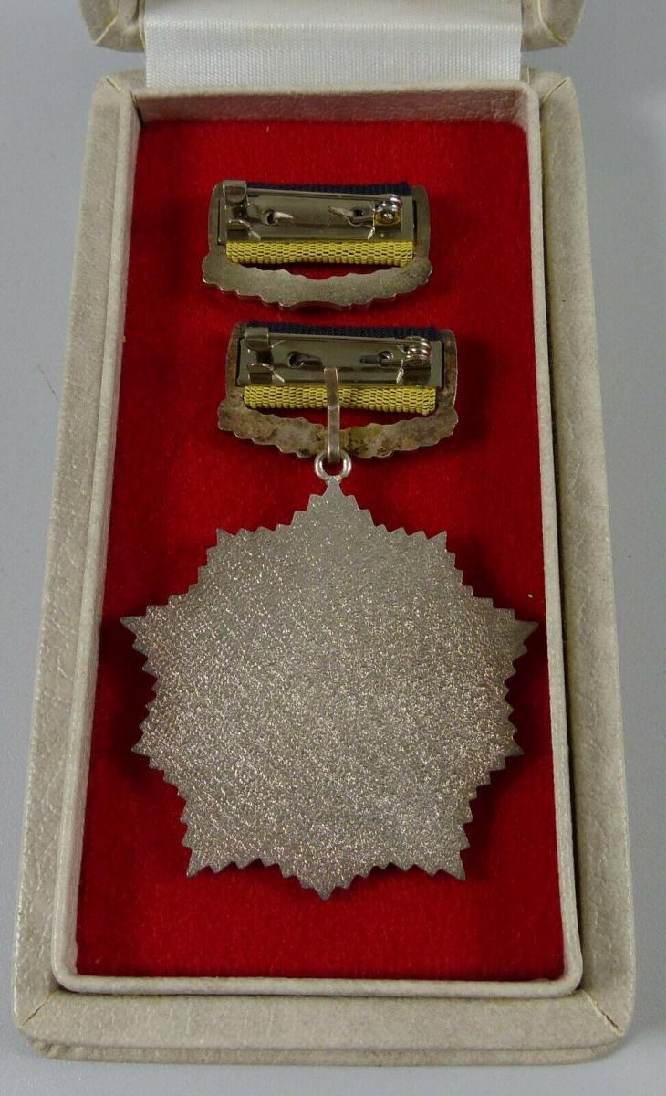 Vaterländischer Verdienstorden in Silber in OVP              (da5645) 1
