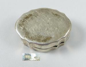Pillendose 800 Silber mit Monogramm S. C.  1939 - 1964  (da5660)