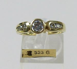 Ring aus 333 Gold mit weißen Steinen, Gr. 58/Ø 18,4 mm  (da5709)