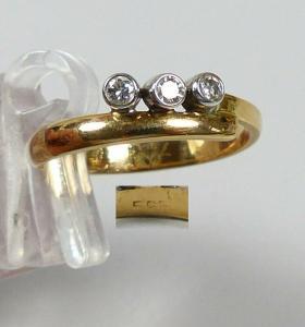 Ring aus 585 Gold mit 3 Diamanten 0,15 ct., Gr. 58/Ø 18,4 mm  (da5708)
