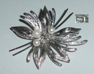 Tolle Brosche aus 585er Weißgold mit Perlen und Diamanten 0,15 ct. (da4233)