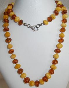 Sehr edle Kette aus Bernsteinen/Amber zweifarbig mit Schloß aus 925 Silber