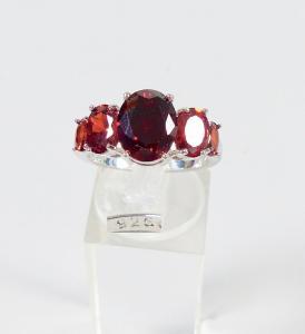 Ring aus 925 Silber mit roten grantfarbenen Steinen, Gr. 57/Ø 18 mm  (da6034)