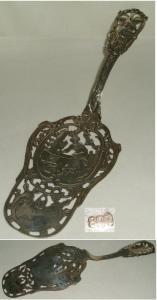 Seltener schöner dekorativer Tortenheber 800  Silber