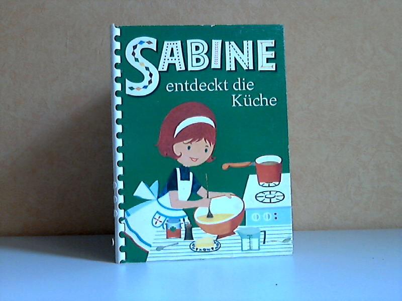 Sabine entdeckt die Küche