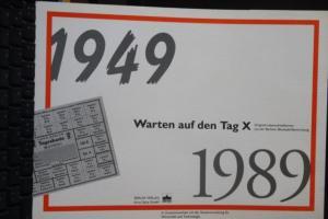 Warten auf den Tag X; Mappe mit Original-Lebensmittelkarten und MH Paketzulassungsmarken des Berliner Senates