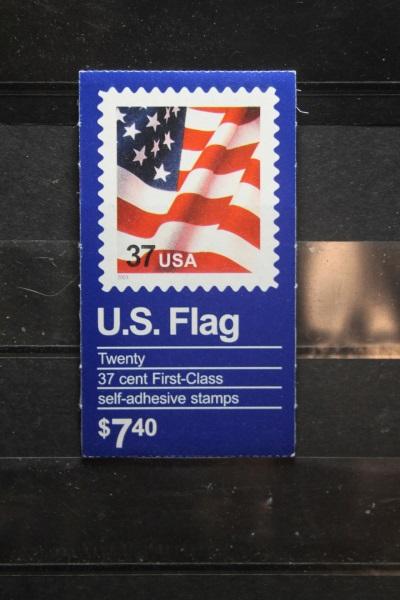 USA, Markenheft; 20 x 37 c; U.S. Flag 2002