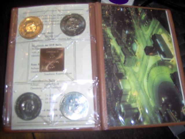 Satzetui 750 Jahre Berlin der Staatsbank der DDR 1987 A 4 Münzen und 1 Plakette