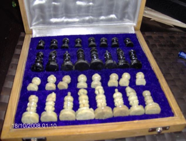 Schachspiel aus Speckstein Echte Handarbeit Maße 25,5 x 25,5 x 4 cm