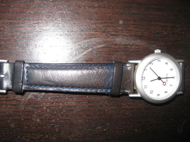 Rotring Damenarmbanduhr mit schwarzem bzw. schwarzblauem Lederband