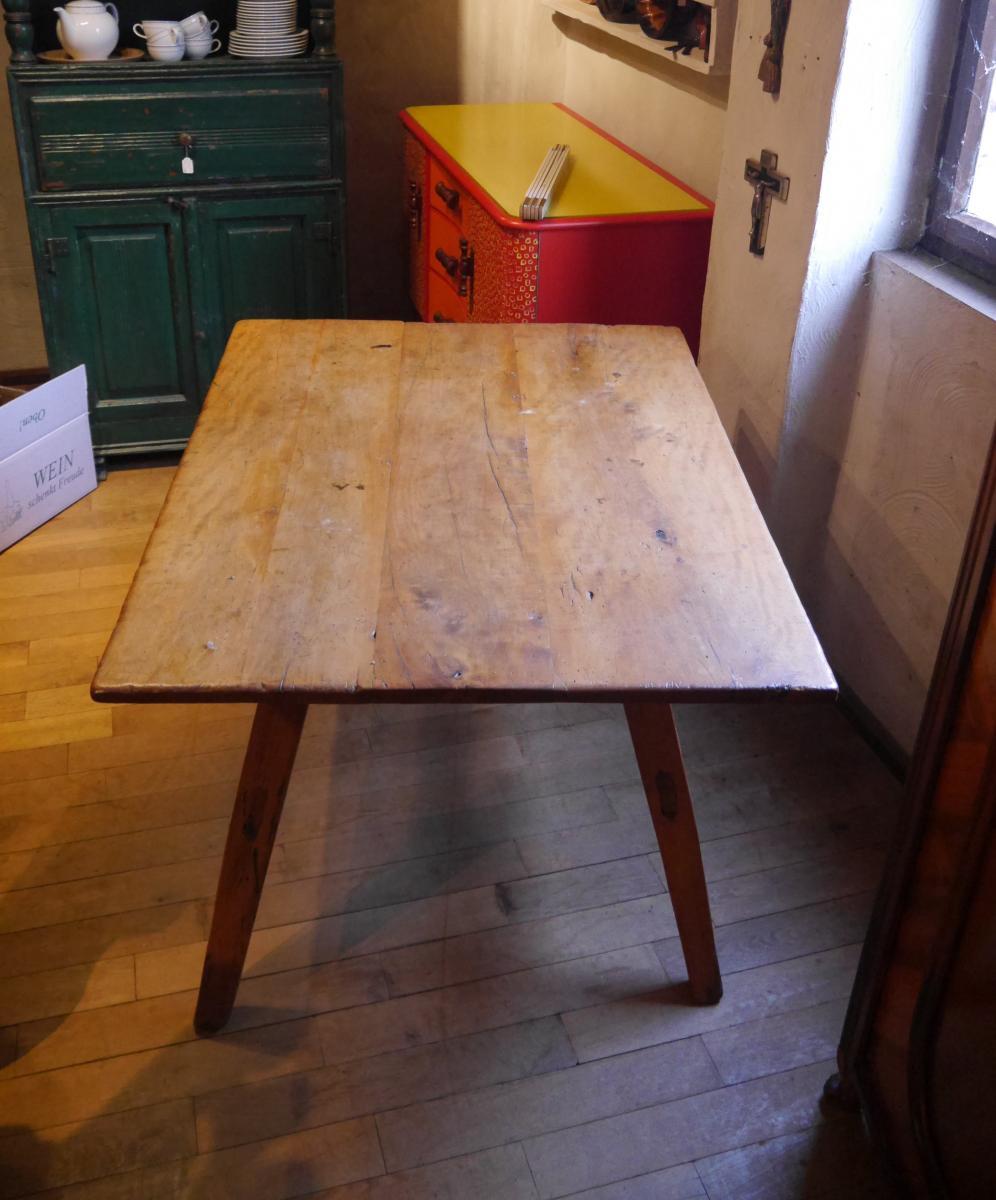 Bauerntisch, mit sekundärer Schublade, um 1750, Pfalz, Birnbaum und Nadelholz. 0