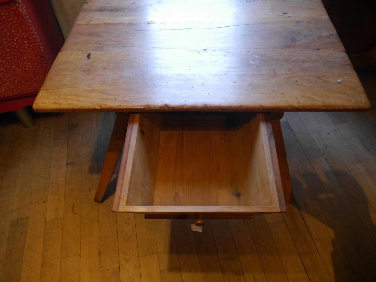 Bauerntisch, mit sekundärer Schublade, um 1750, Pfalz, Birnbaum und Nadelholz. 3