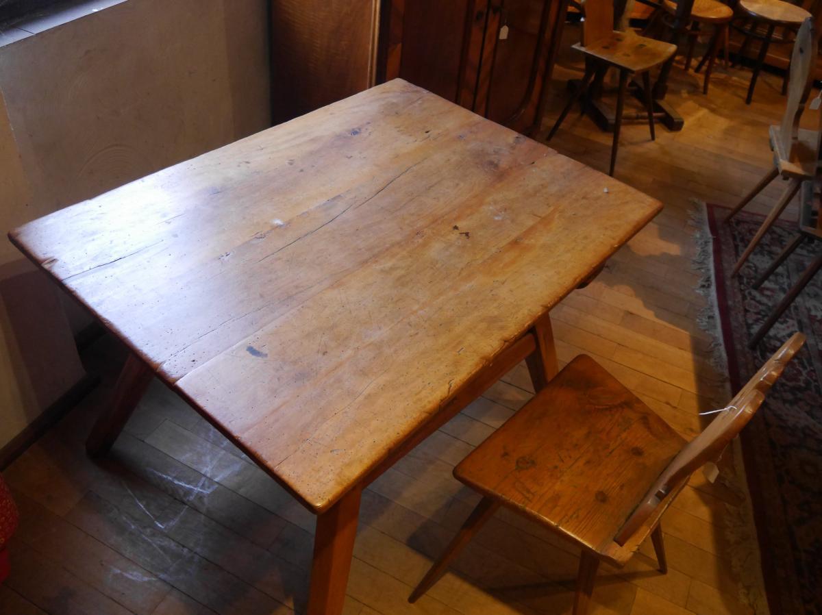 Bauerntisch, mit sekundärer Schublade, um 1750, Pfalz, Birnbaum und Nadelholz. 5