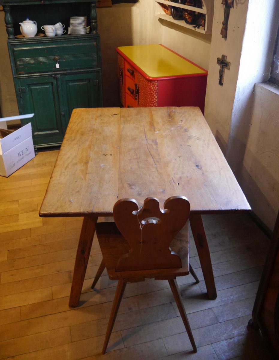 Bauerntisch, mit sekundärer Schublade, um 1750, Pfalz, Birnbaum und Nadelholz. 6