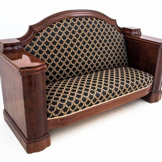 Dieses Produkt ist nur einmal verfügbar. Versand ist kostenlos.  Antikes Sofa - Chaiselongue vom Anfang des 20. Jahrhunderts. Die Möbel sind in sehr gutem Zustand, nach professioneller Renovierung wurde die Chaiselongue mit einem neuen Stoff bezogen... 0