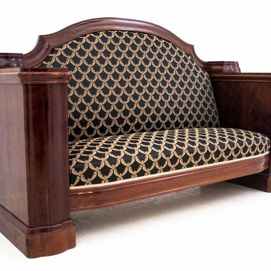 Dieses Produkt ist nur einmal verfügbar. Versand ist kostenlos.  Antikes Sofa - Chaiselongue vom Anfang des 20. Jahrhunderts. Die Möbel sind in sehr gutem Zustand, nach professioneller Renovierung wurde die Chaiselongue mit einem neuen Stoff bezogen... 2
