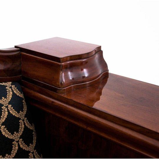 Dieses Produkt ist nur einmal verfügbar. Versand ist kostenlos.  Antikes Sofa - Chaiselongue vom Anfang des 20. Jahrhunderts. Die Möbel sind in sehr gutem Zustand, nach professioneller Renovierung wurde die Chaiselongue mit einem neuen Stoff bezogen... 3