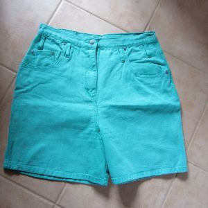 kurze Damenhose, Sommerhose,  grün, Größe zirka 44