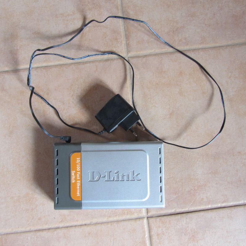 D-Link DES-1008D Netzwerk Ethernet Switch, 8 Buchsen