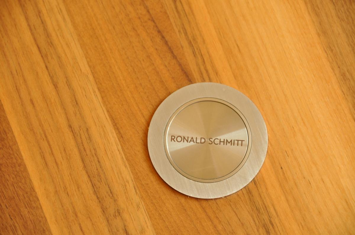 Ronald Schmitt Design Couchtisch Nussbaum massiv geölt verstellbar 1. Hand 3