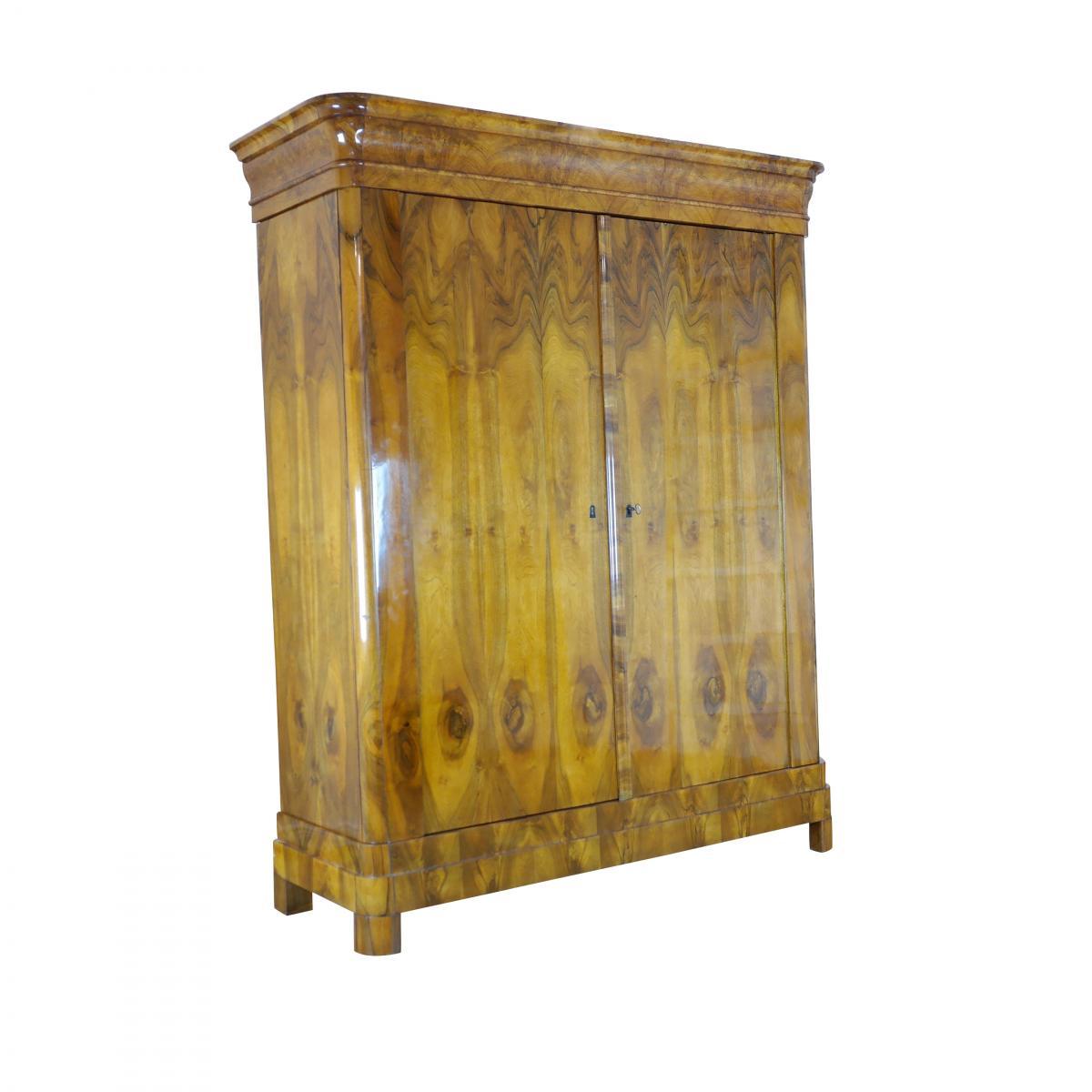 1820er Biedermeier Kleiderschrank aus Nussbaum 0