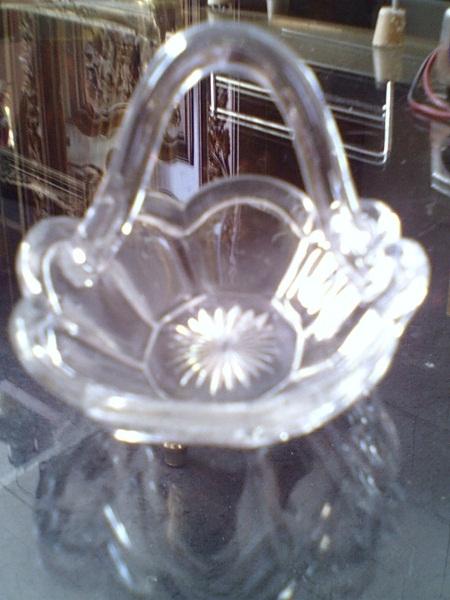 Kristallschale mit Henkel