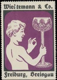 Junge mit Römer Glas