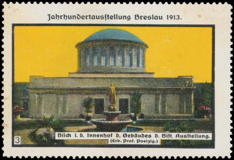 Blick in den Innenhof des Gebäude der historischen Ausstellung
