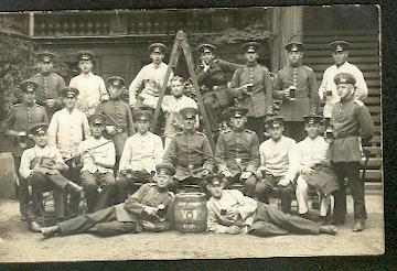 Soldatengruppe mit Instrument. Original Foto. I WK.
