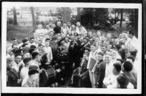 Soldatengruppe mit Instrumenten. II WK. Foto.
