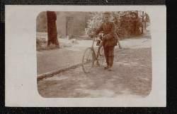 Fahrrad. Soldat mit Fahrrad.
