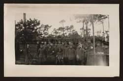 Soldatengruppe. Rote Kreuz