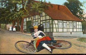 Fahrrad. Volkstrachten aus Schaumburg Lippe.