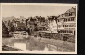 Schwäbisch Hall. Blick auf Mauerstraße mit rotem Steg