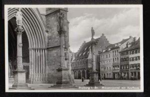 Freiburg. Münsterportal mit Kaufhaus