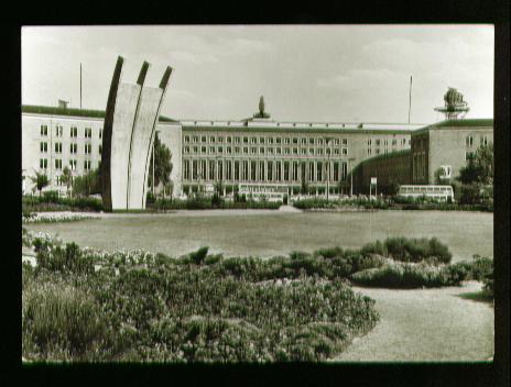 Berlin. Platz der Luftbrücke Eingang zum Flughafen Tempelhof