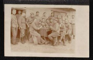 Kartenspiel. Soldaten spielen Karten. I Weltkrieg