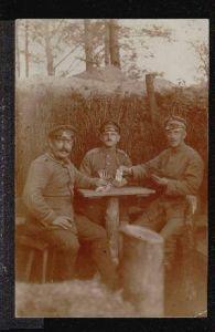Soldaten spielen Karten. Orig. Foto. I Weltkrieg