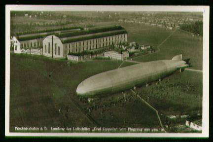 x00251; Friedrichshafen a.B Landung des Luftschiffes Graf Zeppelin vom Flugzeug aus gesehen.