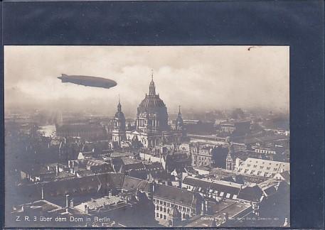 AK Z.R.3 über dem Dom in Berlin 1930