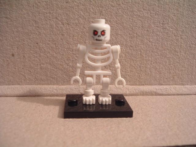 Lego Piraten Skeleton 0