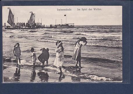 AK Swinemünde Im Spiel der Wellen 1912