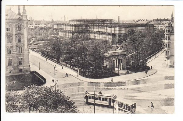 München, Glaspallast mit wendender Straßenbahn, haben wir noch nie gesehen. Marke entfernt, sonst i.O.