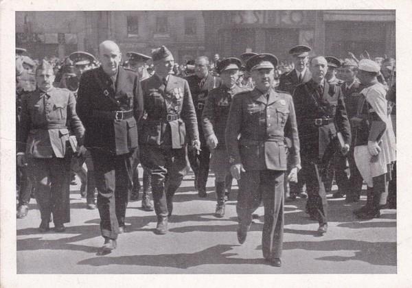 Franco u. Soldaten div. Waffengattungen in Madrid, deutsche AK, SST i.O.
