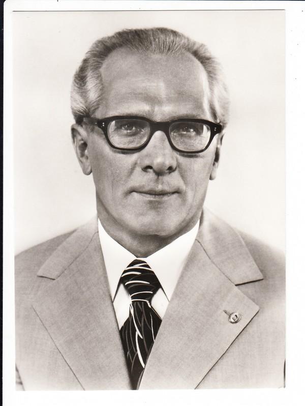 Erich Honecker, offizielle Photo-AK, längst kene Massenware mehr 0