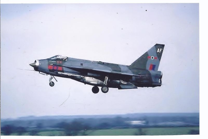 Kampfflugzeug Foto  UK AIR FORCE  English Eletric Lightning F 6