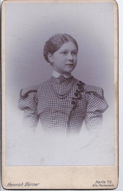 91302 - Hartkarton Frauenfoto , junges Mädchen , Atelier Börner Halle